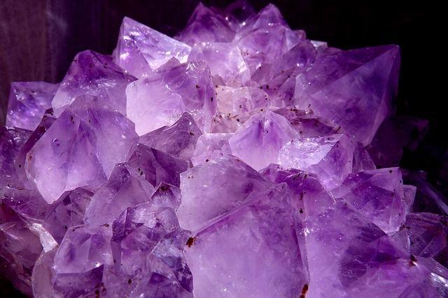 pierre naturelle d'amethyste