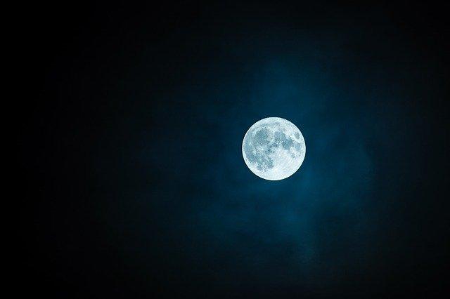 rechargement des pierres par la lune